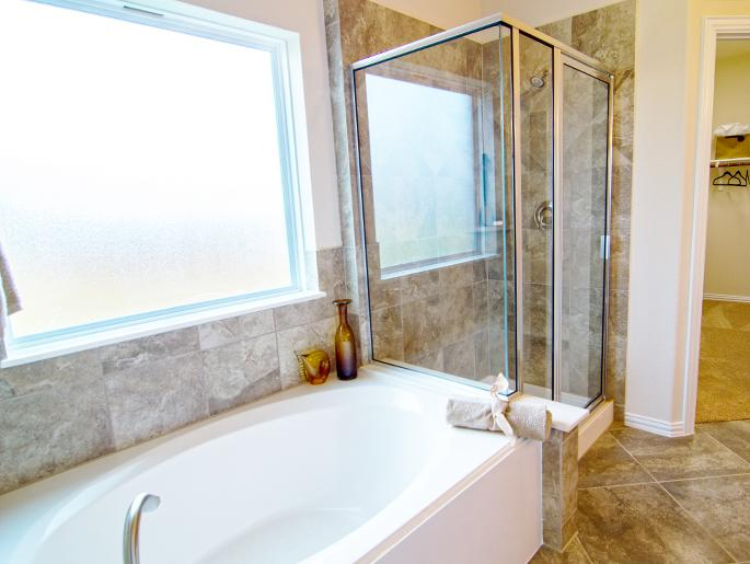 Downstairs Master Garden Tub & Shower (The Chester)