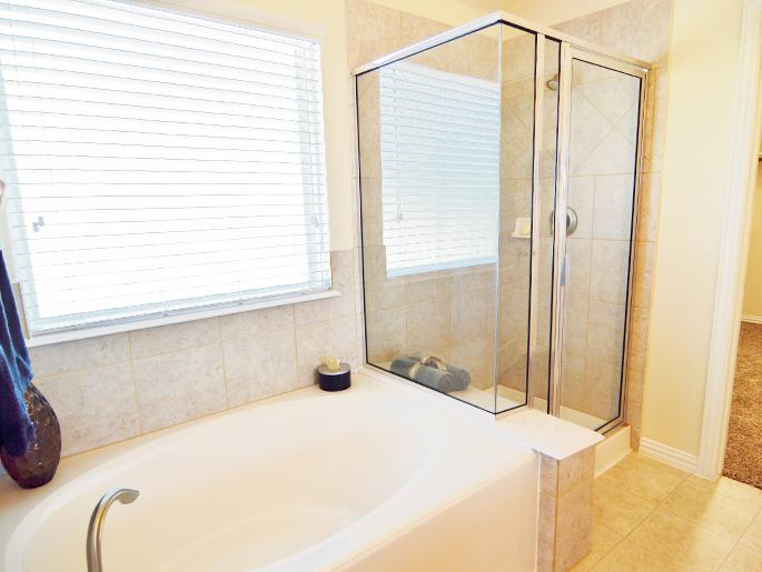 Master Garden Tub and Shower (The Ascot)