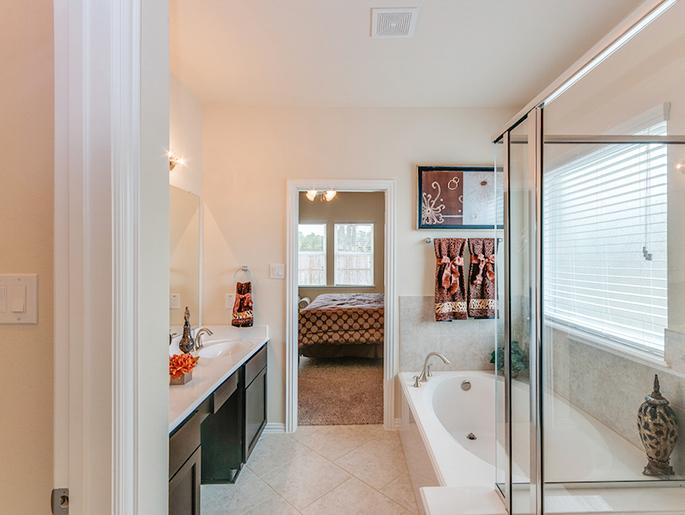Master Bathroom (The Sandown)