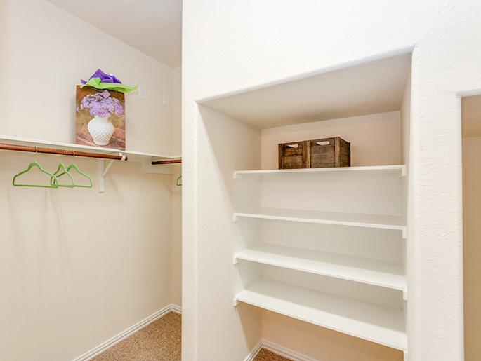 Master Walk-In Closet (The Kempton)